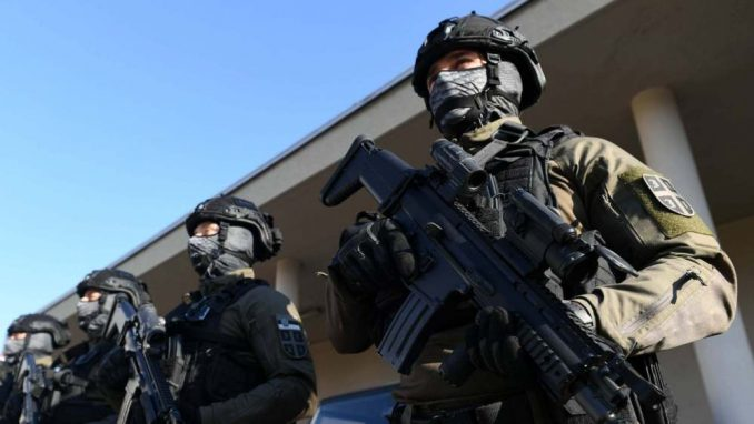 Ministarstvo: U prethodne tri godine nabavljeno više od 30.000 kompleta uniformi i kombinezona za VS 1