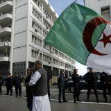 Hiljade ljudi na ulicama na prvoj godišnjici protesta u Alžiru 15