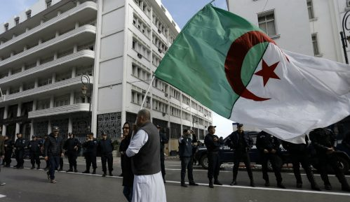 Hiljade ljudi na ulicama na prvoj godišnjici protesta u Alžiru 7