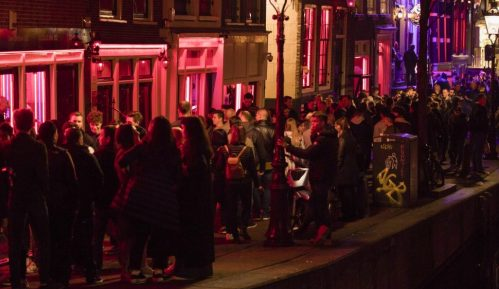 Amsterdam zabranio turističke grupe pred izlozima seksualnih radnika 8