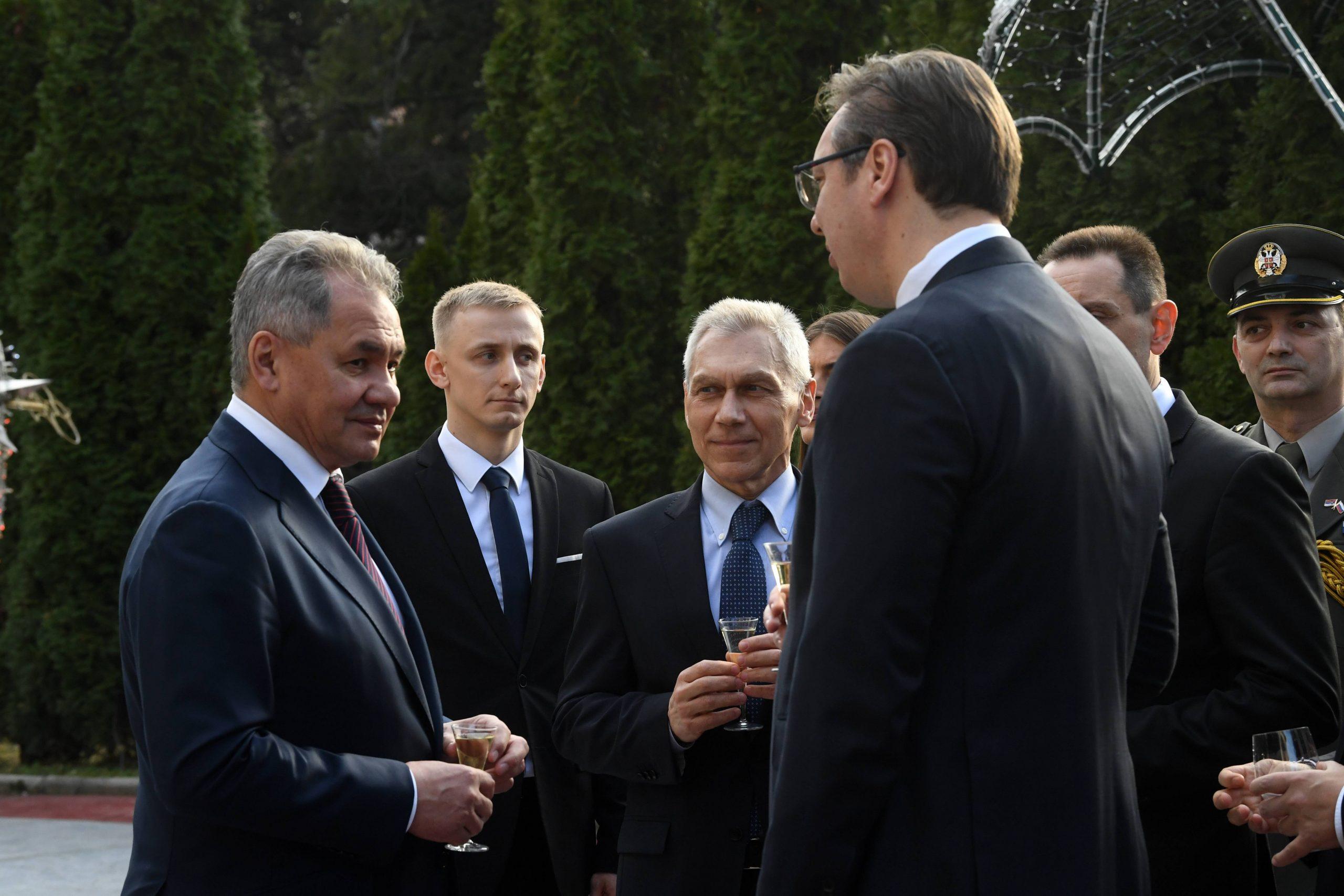Vučić: Od Šojgua sam dobio na poklon njegove crteže i grafike 1