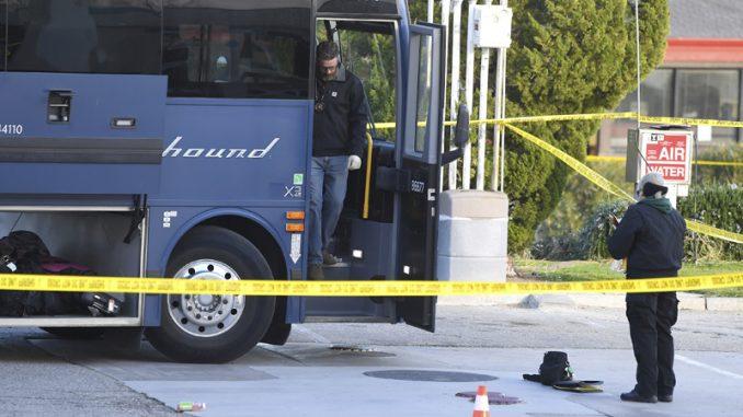 Žena ubijena, pet osoba ranjeno u oružanom napadu u autobusu u SAD 4