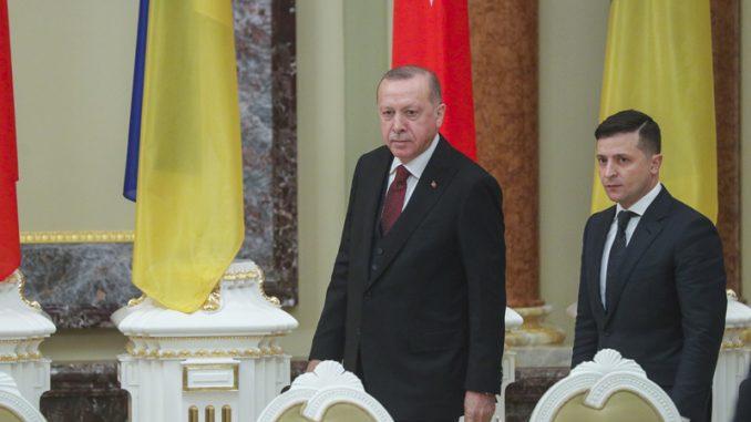 Erdogan u Kijevu kritikovao rusko pripajanje Krima 7