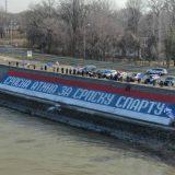 Novi Sad: Radikali na keju ispisali grafit u bojama srpske trobojke, širine 45 metara 4