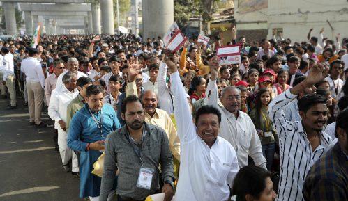 Trampu priređen topao doček u Indiji 50