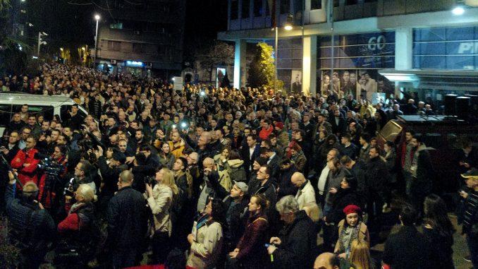 Protestna šetnja građana i opozicije završena ispred zgrade RTS-a (FOTO/VIDEO) 12