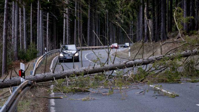 Oluja se iz Evrope pomera ka istoku, remeti saobraćaj i zatvara škole 5