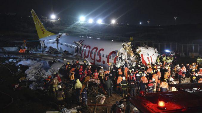 Avion skliznuo sa piste u Istanbulu, trup se raspao na tri dela, jedna osoba poginula 2