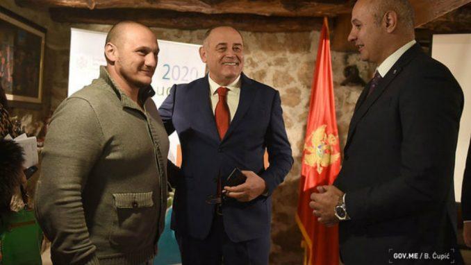 Proslavljeni rukometaš Mladen Rakčević posvetio se vinogradarstvu u rodnom selu 4