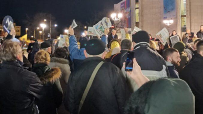 Otpušteni žandarmi na protestu u Novom Sadu 2