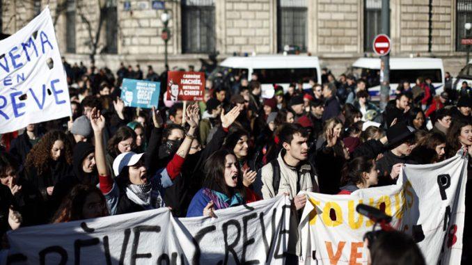 U Francuskoj 120.000 ljudi na protestu protiv reforme penzija 7