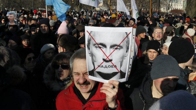 Hiljade ljudi na ulicama Moskve u čast ubijenog ruskog opozicionara Nemcova 5
