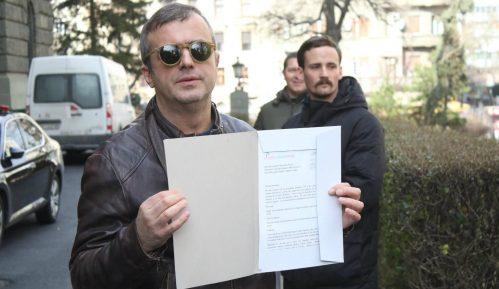 Trifunović predao pismo za poslanike SNS: Glasali ste protiv dece 5