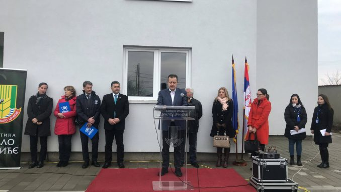 Dačić uručio ključeve stanova za izbeglice u Malom Crniću 2