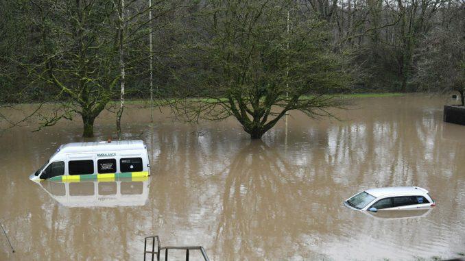 Poplave i klizišta u Velikoj Britaniji zbog oluje Denis 1