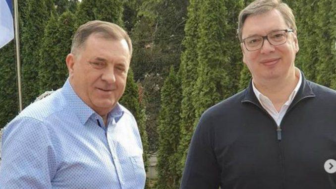 Vučić u nedeljnoj šetnji sa Dodikom 1
