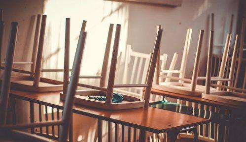Zaposleni u OŠ Ljudovit Štur kod Novog Sada proglasili privremeni štrajk 1