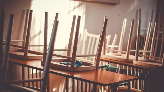 Dveri podržale inicijativu da se poveća broj časova srpskog jezika u osnovnim i srednjim školama 1