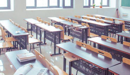 Rusija od ponedeljka zatvara škole 5