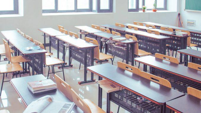 U kruševačkim srednjim školama za 300 slobodnih mesta konkuriše 10 učenika 2