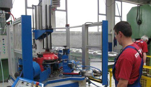 Fabrike ubrzano menjaju poslovanje da zaštite radnike 15