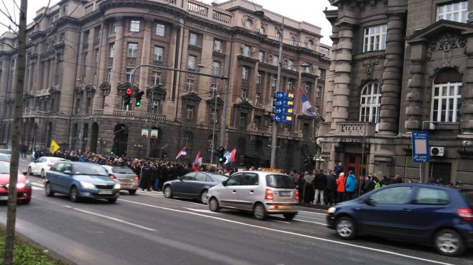 Penzioneri i bivši radnici PKB blokiraju centar Beograda od 13 sati 4