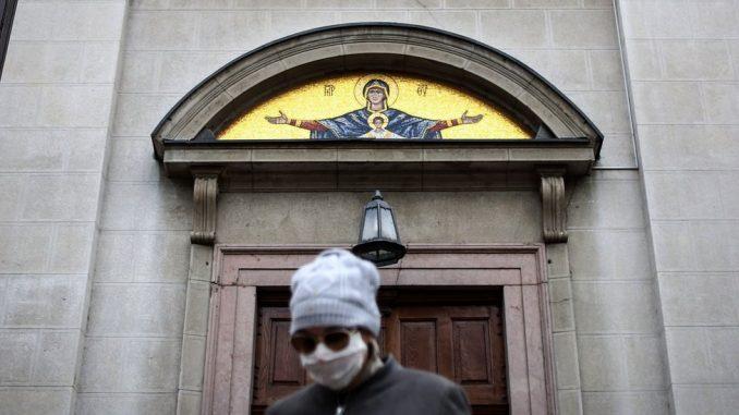 Korona virus i crkva: Šta vernici misle o pričešćivanju tokom epidemije 2
