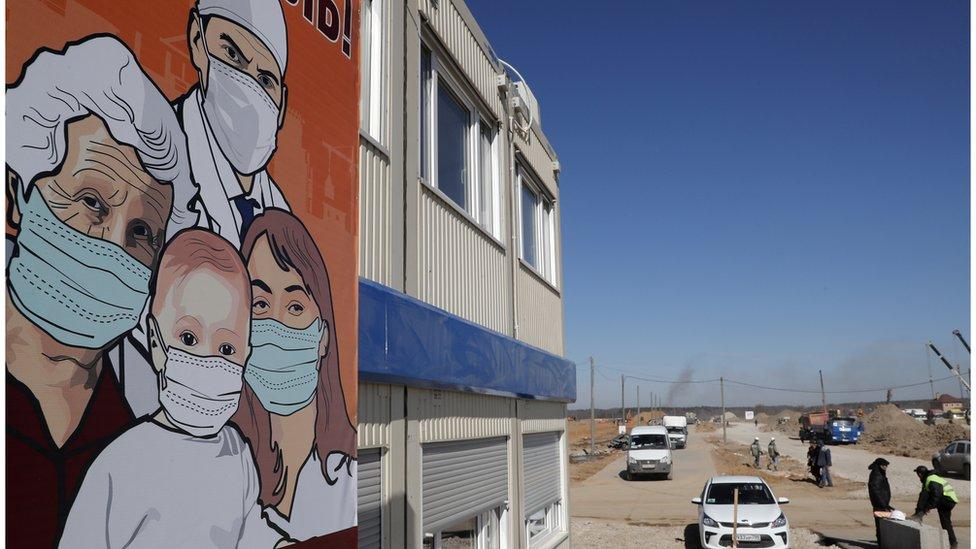 Stroitelьstvo novoй infekcionnoй bolьnicы dlя pacientov s podozreniem na koronavirus v derevne Golohvastovo v Novoй Moskve