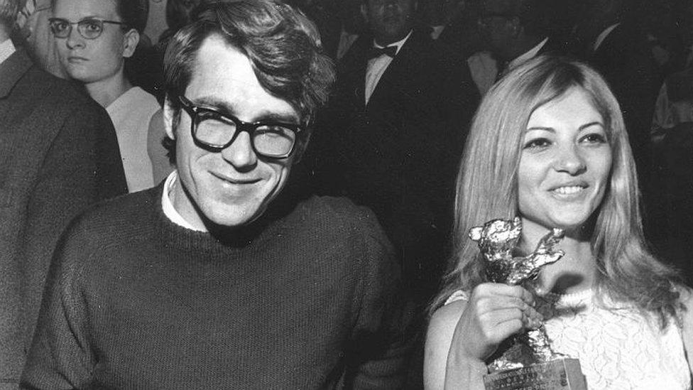 Režiser Želimir Žilnik i glumica Milja Vujanović na Berlinskom festivalu 1969. godine