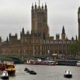 Britanija podstiče vakcinaciju mladih popustima na hranu i taksi prevoz 6