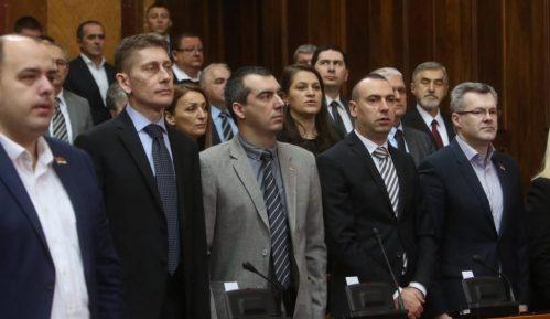 Prvi dan redovnog zasedanja Skupštine Srbije obeležili poslanici DJB 8