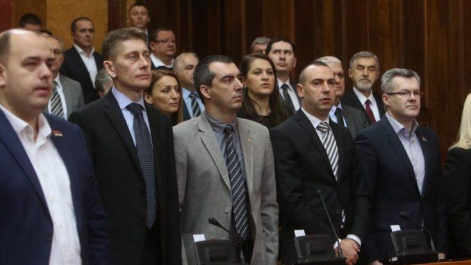 Prvi dan redovnog zasedanja Skupštine Srbije obeležili poslanici DJB 3