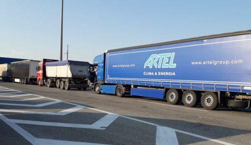 Kamioni čekaju do pet sati na granici 7
