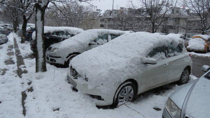 Sneg otežava vožnju na putevima u većem delu Srbije 1
