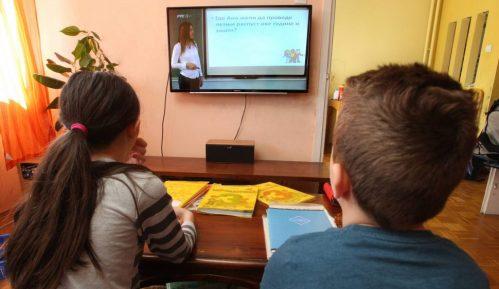 Osnovci i srednjoškolci u Paraćinu od danas prelaze na onlajn nastavu 6