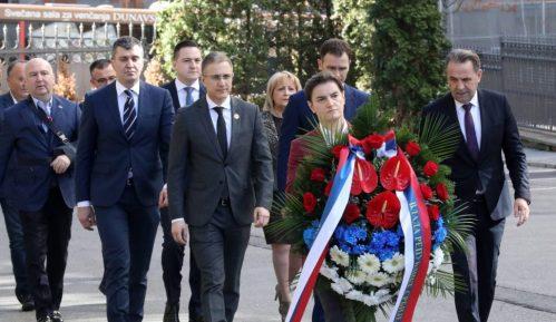 Premijerka i ministri položili venac na mestu ubistva Zorana Đinđića 2