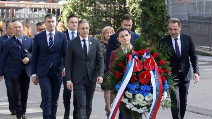 Premijerka i ministri položili venac na mestu ubistva Zorana Đinđića 3