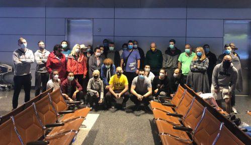 Državljani Srbije čekaju na aerodromu u Dohi da se vrate kućama 3