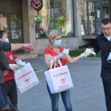 Vlasnici prodavnica iz Kine u Vranju besplatno delili maske građanima 9