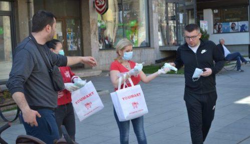Vlasnici prodavnica iz Kine u Vranju besplatno delili maske građanima 4