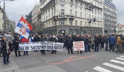 Penzioneri i bivši radnici PKB opet blokirali saobraćaj u Beogradu 11