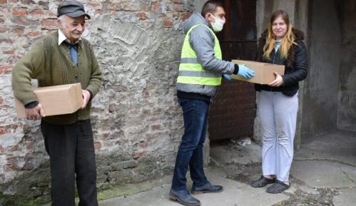 Volonteri Crvenog krsta u Požarevcu uručivali pakete pomoći starijima od 65 godina 14