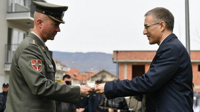 Stefanović uručio ključeve stanova pripadnicima snaga bezbednosti u Vranju 2