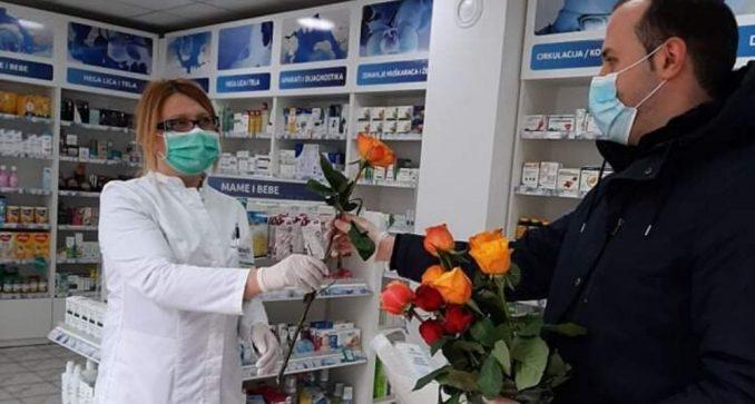 Cveće za medicinsko osoblje i Crveni krst u Majdanpeku 4