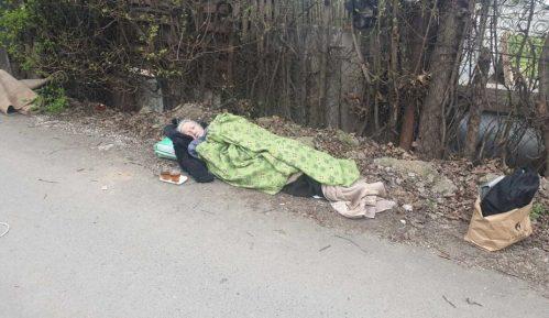 Hitna pomoć baku (70) ostavila na ulici gde je provela noć 6