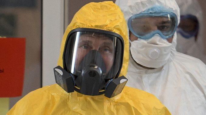 Putin u skafanderu među bolesnima od korona virusa 9