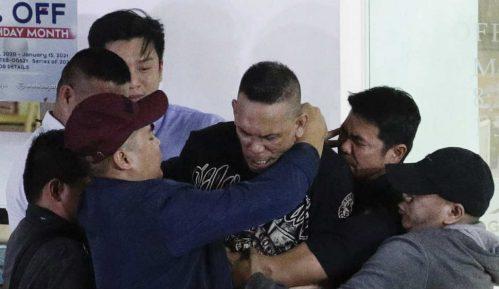 Bivši čuvar oslobodio desetine talaca u Manili, savladala ga policija 9
