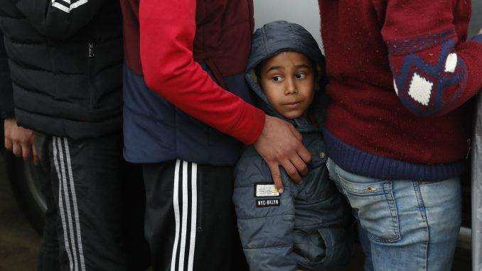 Maloletni migranti bez pratnje demonstrirali u grčkom kampu 2