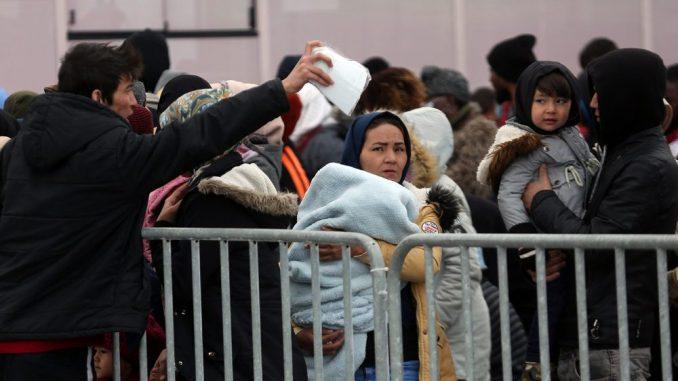 Migranti na Lezbosu zbog nevremena evakuisani iz novog kampa 13