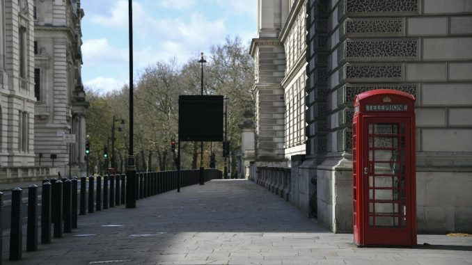 U Velikoj Britaniji više od 200.000 obolelih od korona virusa 4